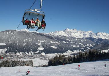 Vrcholy pohoří Dachstein při pohledu od Radstadtu