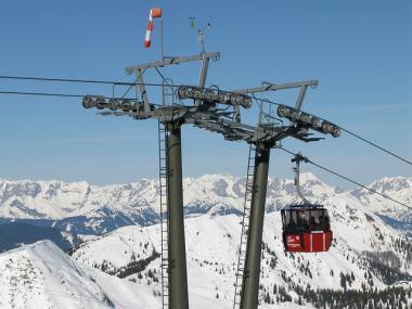 Pohled na lanovku ve Flachau, Ski Amadé