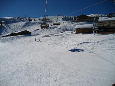 Sjezdovka a horská chata ve Ski Amadé